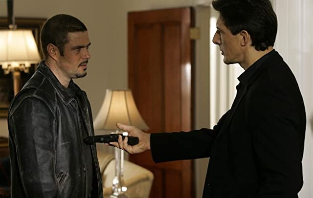 Carlos Bernard and Peter Wingfield in 24 (2001)