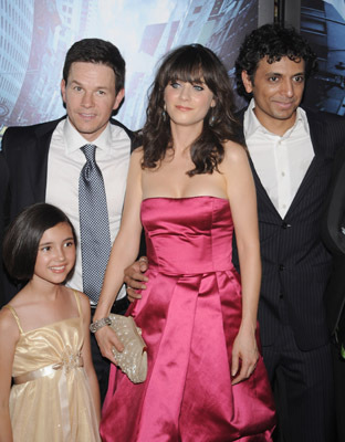 Mark Wahlberg, Zooey Deschanel, M. Night Shyamalan, and Ashlyn Sanchez at The Happening (2008)