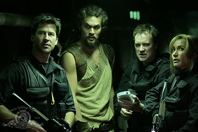 Joe Flanigan, David Hewlett, Rachel Luttrell, and Jason Momoa in Stargate: Atlantis (2004)