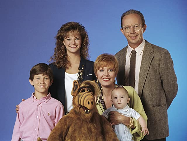 Andrea Elson, Benji Gregory, Charles Nickerson, Anne Schedeen, and Max Wright in ALF (1986)