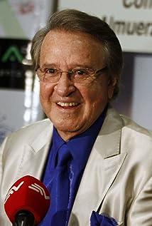 Carlos Villagrán Picture