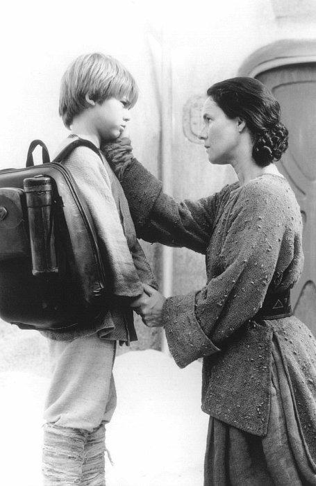 Pernilla August and Jake Lloyd in Star Wars: Episode I - The Phantom Menace (1999)
