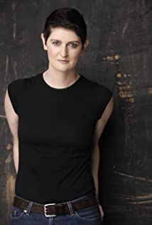Aktori Molly Shaiken