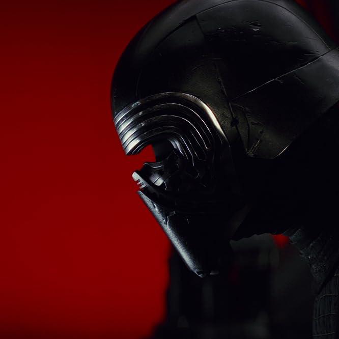 Adam Driver in Star Wars: Episode VIII - The Last Jedi (2017)