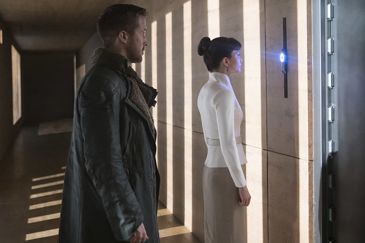 Ryan Gosling and Sylvia Hoeks in Blade Runner 2049 (2017)