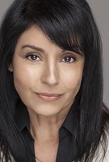 Aktori Parisa Johnston