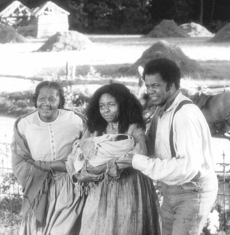 LisaGay Hamilton, Albert Hall, and Irma P. Hall in Beloved (1998)