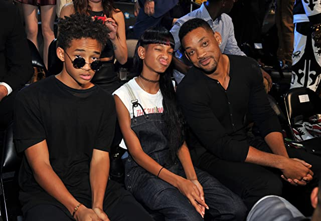 Will Smith, Jaden Smith, and Willow Smith at 2013 MTV Video Music Awards (2013)