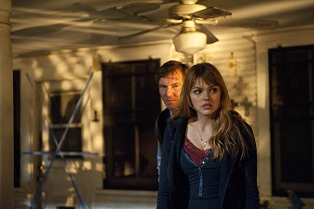 Dennis Quaid and Aimee Teegarden in Beneath the Darkness (2011)