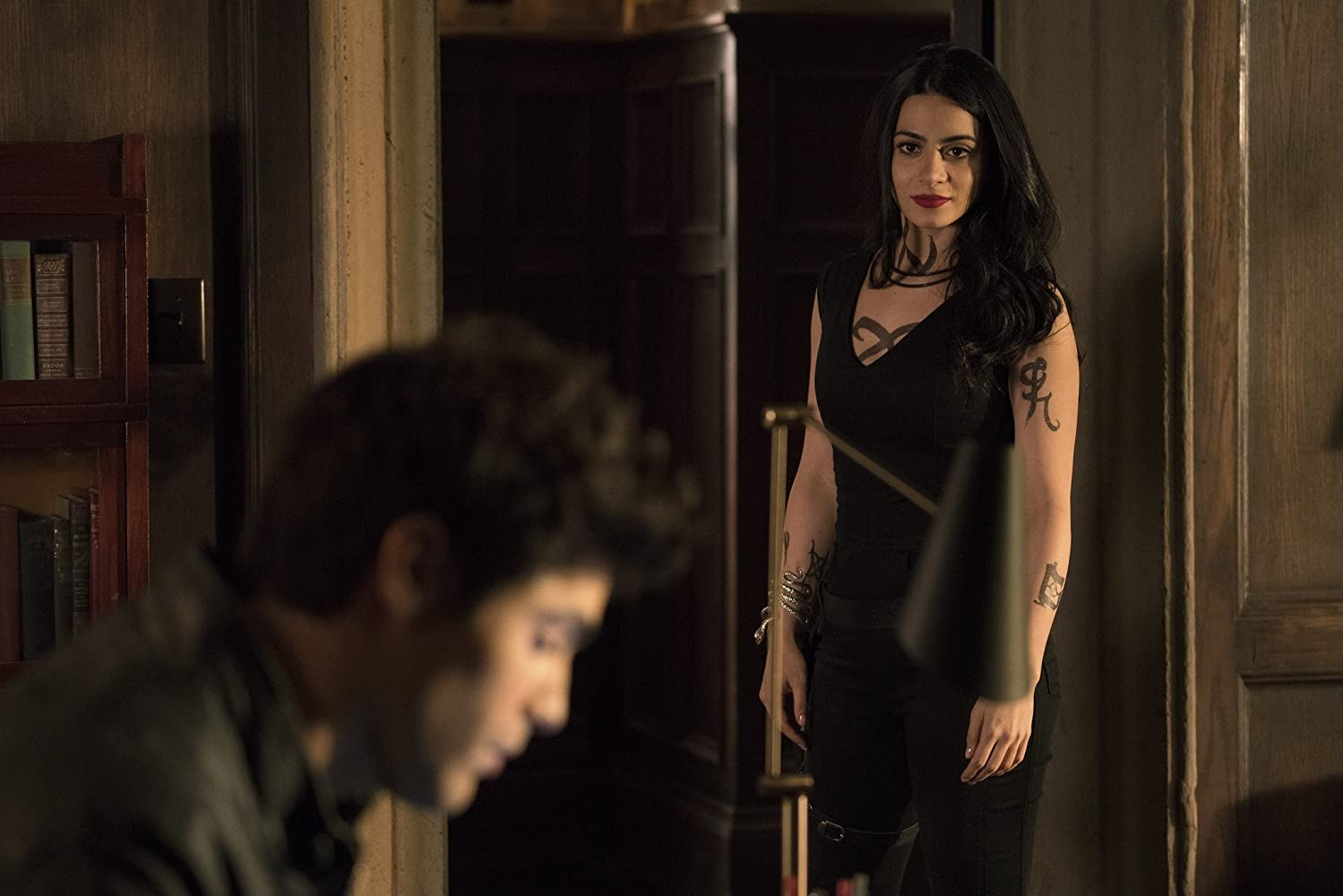 Shadowhunters S02E16 – Day of Atonement, film serial online subtitrat în Română