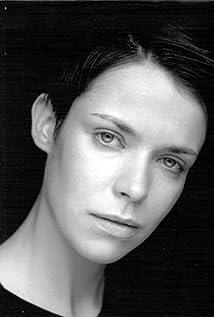 Aktori Caoilfhionn Dunne