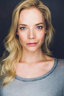 Aktori Caitlin Mehner