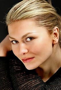 Aktori Simona Roman