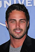 Taylor Kinney's primary photo