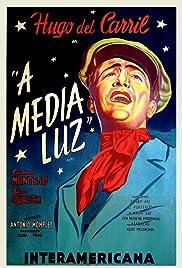 A media luz Poster