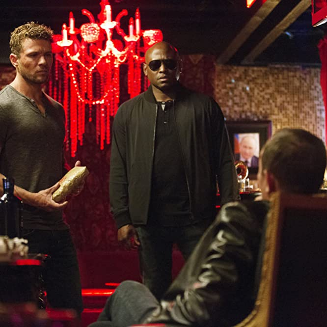 Ryan Phillippe and Omar Epps in Shooter (2016)