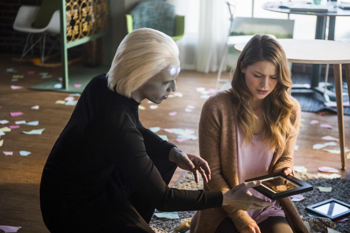 Jesse Rath and Melissa Benoist in Supergirl (2015)