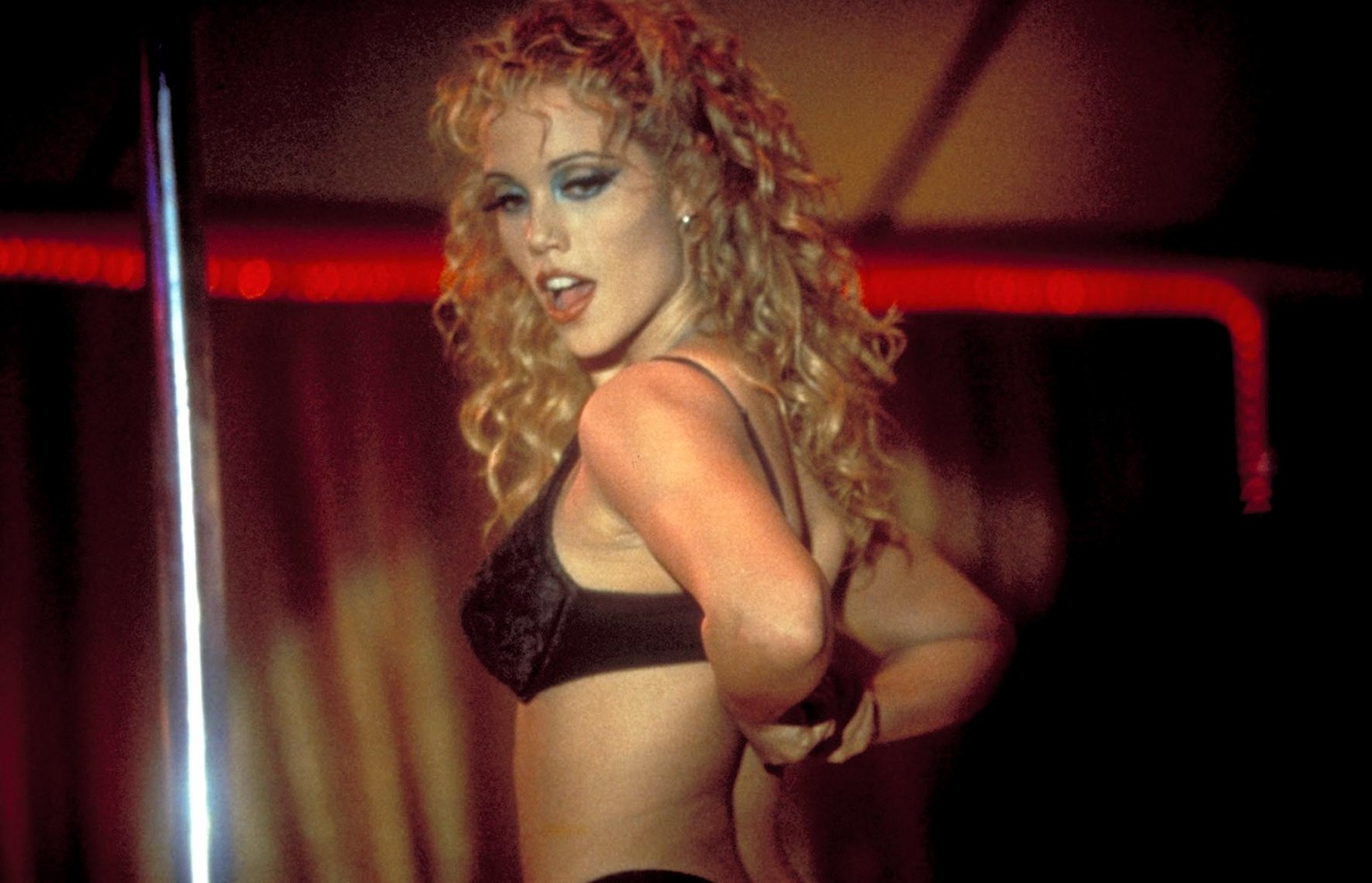 showgirls elizabeth berkley