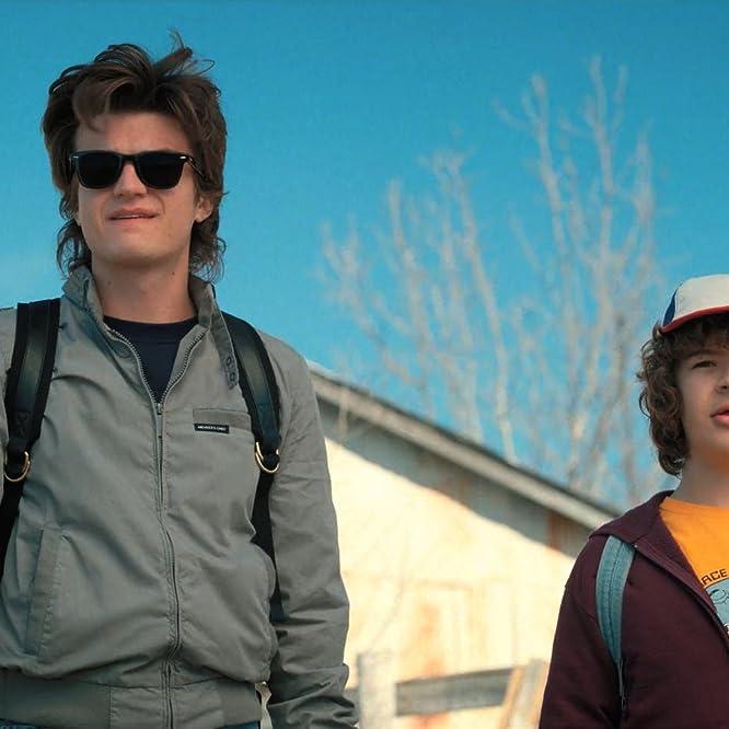 Joe Keery y Gaten Matarazzo en Cosas extrañas (2016)