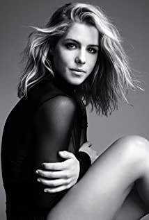 Emily Bett Rickards Picture