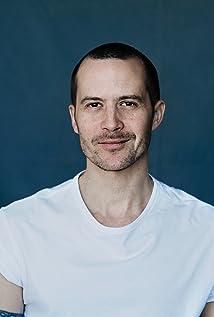 Aktori Barnaby Metschurat