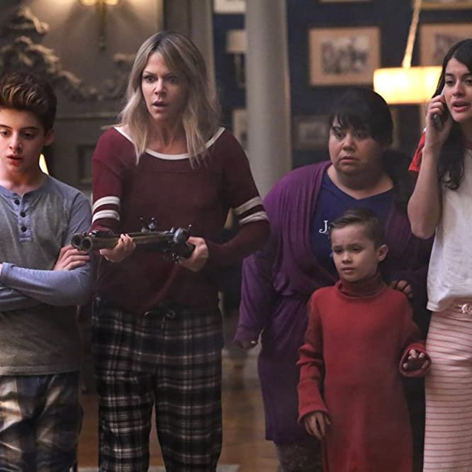 Kaitlin Olson, Carla Jimenez, Sofia Black-D'Elia, Thomas Barbusca, and Jack Stanton in The Mick (2017)