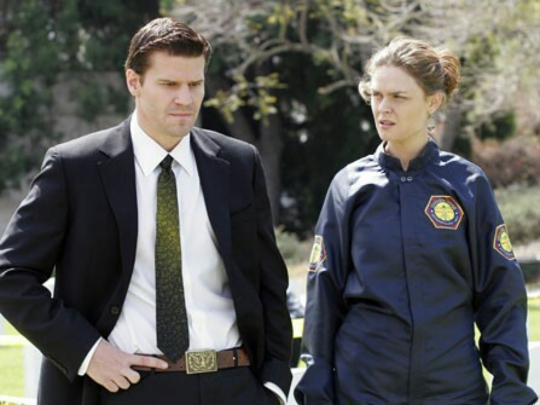 Bones: The Soldier on the Grave | Season 1 | Episode 21