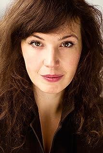Aktori Madeleine Hyland