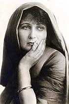 Image of Gretchen Lederer