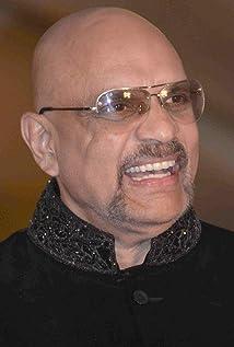 Aktori Bharat Dabholkar