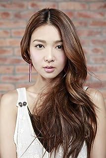 Aktori Fiona Sit