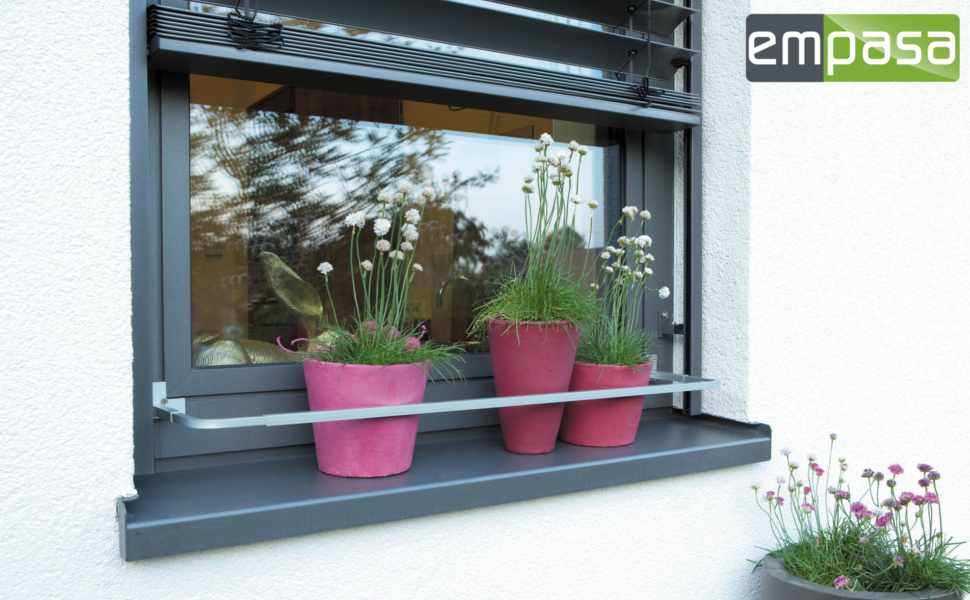 blumenkastenhalterung blumenkasten blumenkastenhalter verstellbar ohne bohren garten. Black Bedroom Furniture Sets. Home Design Ideas