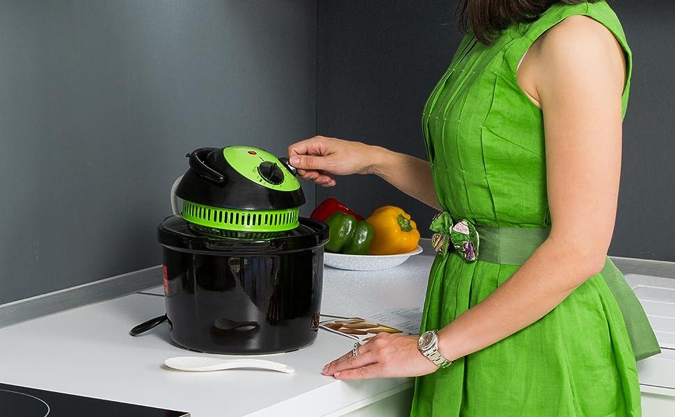 La Freidora Dietética Multifunción Cecofry Compact de Cecotec permite cocinar sin necesidad de utilizar prácticamente nada de aceite.