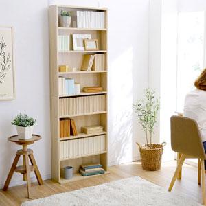 背の高い本棚