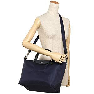 11d76acb9939 LONGCHAMP(ロンシャン)のトートバッグ が登場しました。シックなトーンでまとめられた気品溢れる一品。ロゴ入りのフラップがほどよいアクセントになっています。