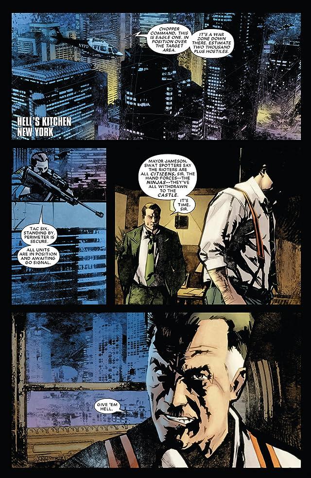 click for super-sized previews of Daredevil (1998-2011) #511
