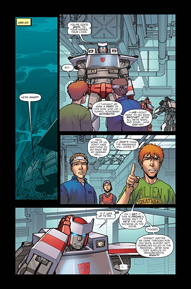 click for super-sized previews of Transformers: Escalation #1
