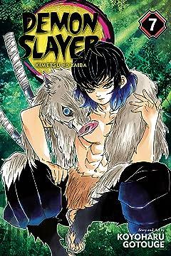 Demon Slayer:Kimetsu no Yaiba Vol. 7: Trading Blows At Close Quarters