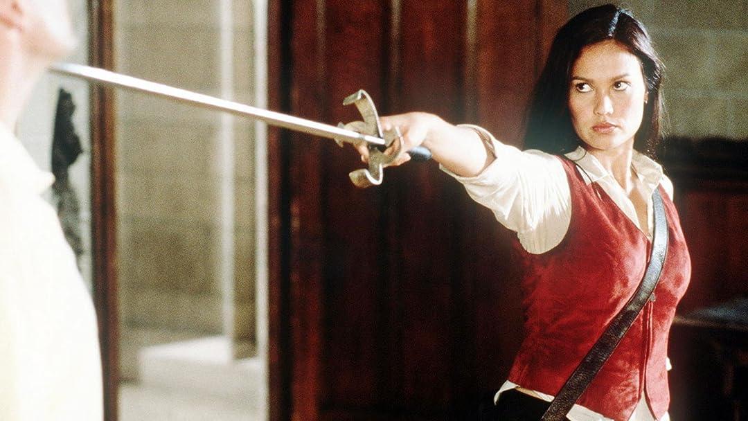 Amazon com: Relic Hunter - Season 1: Tia Carrere, Christien